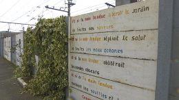 Dutrouxovy oběti připomíná popsaná stěna