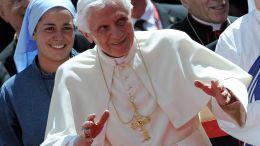 Benedikt XVI. s pektorálem na krku
