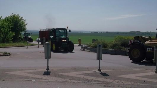 Zemědělci na kruhovém objezdu v Brně-Slatině